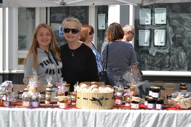 mum and daughter at Hertford Market